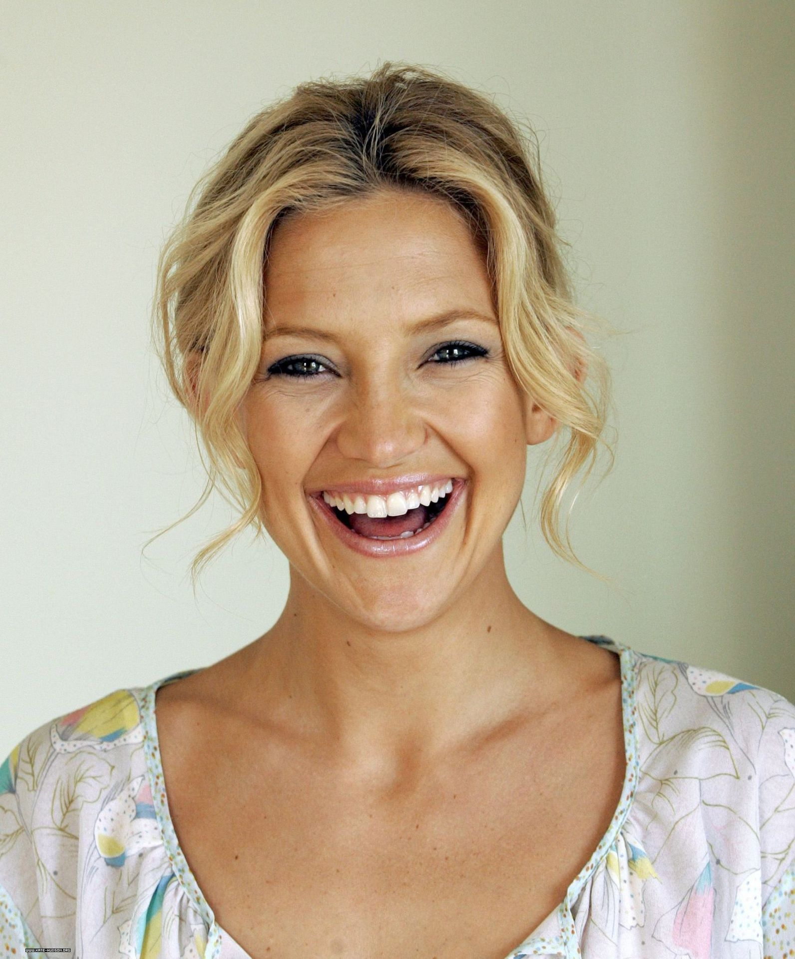 Kate-Hudson talks to ghosts